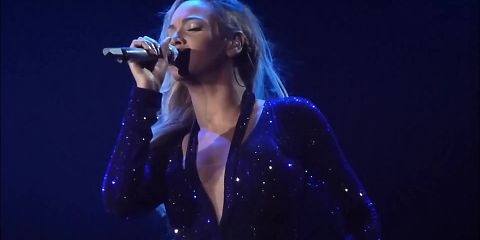Beyonce sexy in blue