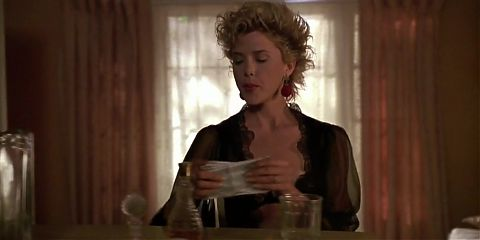 Annette Bening nude - The Grifters (1990)