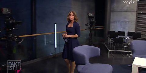 Anja Heydes geile Keulen in schwarzer Strumpfhose