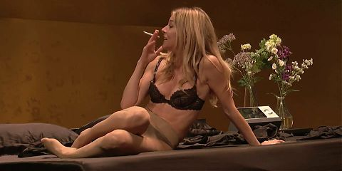 Sienna Miller - Changes pantyhose and gets naked on stage